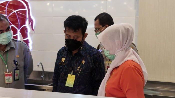 Tinjau Stok Daging Jelang Ramadhan, Menteri Pertanian Sambangi Toko Daging Nusantara di Depok