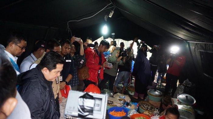 Tinjau Posko Banjir di Teluk Naga, Menteri BUMN Pastikan Dapur Umum Sediakan 2 Ribu Makanan