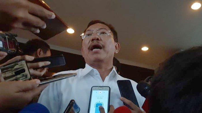 Menteri Terawan 'Salah Sendiri Beli Masker': Begini Tampilannya saat Temui 238 WNI dari Natuna
