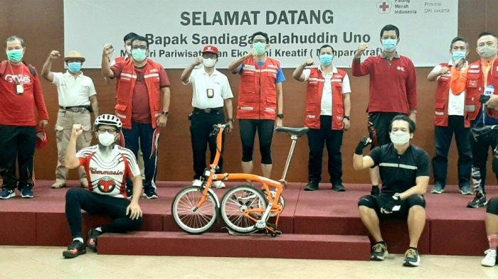 Sandiaga Uno Donasikan Sepeda Brompton Ada Tanda Tangan Jusuf Kalla ke PMI DKI Jakarta