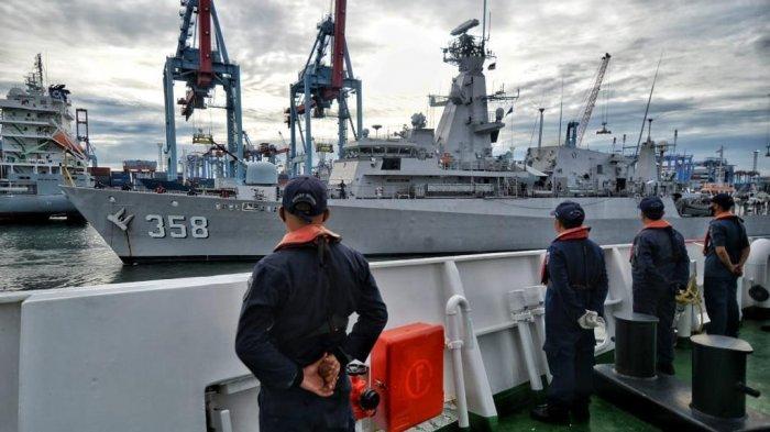 Gunakan Kapal KRI John Lie, Menhub dan Panglima TNI Tinjau Titik Lokasi Jatuhnya Sriwijaya Air