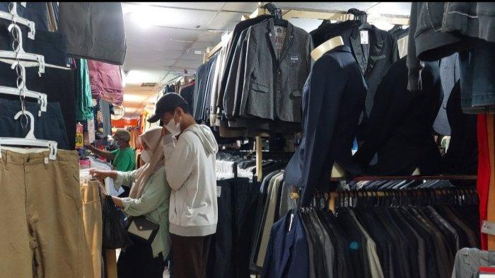 Surga Thrifting di Jakarta, Berburu Baju Branded Dengan Budget Hemat di Pasar Baru