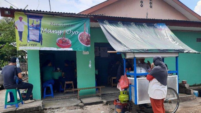 Menyantap Mie Ayam Bumbu Rendang Mang Oyo, Kuliner Legendaris di Depok Sejak 1983