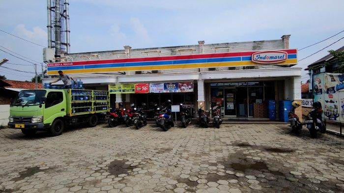 Rampok Bawa Golok Lukai 3 Pegawai Minimarket di Sawangan, Uang Tunai Rp30,5 Juta Raib Dibawa Kabur