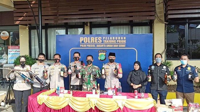 Polres Pelabuhan Tanjung Priok Sita Ratusan Botol Miras dan Knalpot Bising Jelang Ramadan