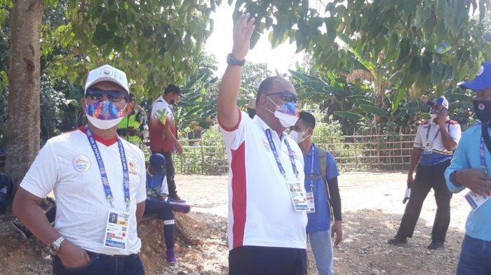Ketua Umum KONI Pusat, Marciano Norman saat mengunjungi venue cabor Paralayang di Bukit Gracia, Kampung Buton, Kota Jayapura, Kamis (30/9/2021).