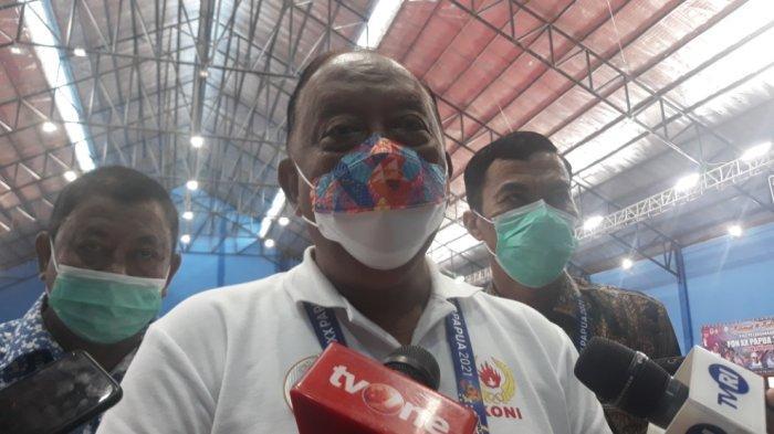 Ketum KONI Pusat, Marciano Norman mendatangi venue sepak takraw di GOR Trikora, Kota Jayapura, Sabtu (9/10/2021).