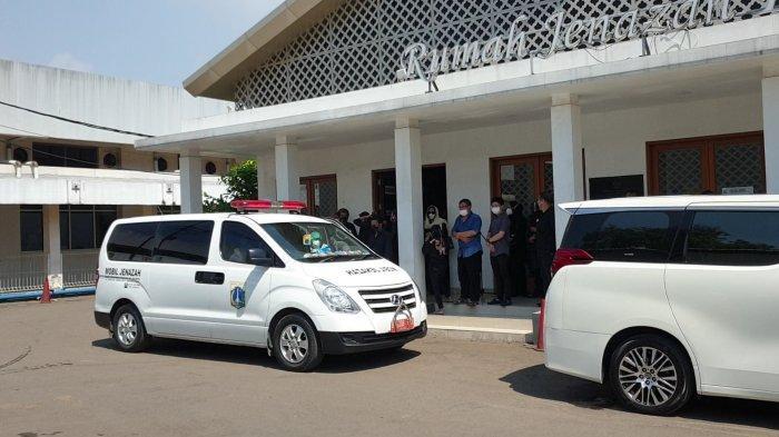 Mobil ambulans bawa Rachmawati Soekarnoputri
