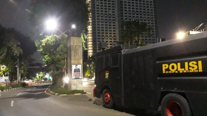 Lancar, Begini Pantauan Terkini Lalu Lintas di Depan Gedung DPR Pukul 19.00 WIB - mobil-anti-huru-hara.jpg