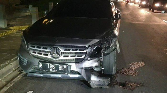 Mobil artis Salshabilla Adriani yang menabrak dua kendaraan di Kemang, Jakarta Selatan, Selasa (15/12/2020) malam.