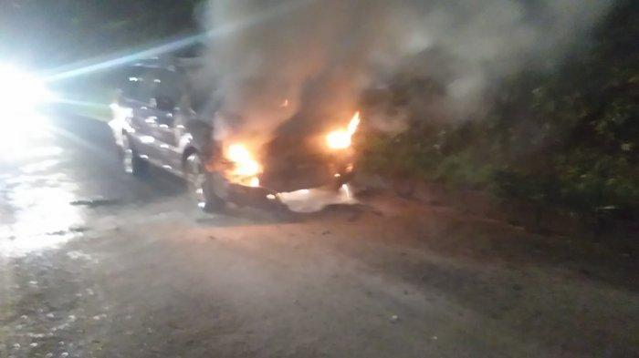 Mobil Grandis Terbakar di Tol TB Simatupang, Arus Lalu Lintas Sempat Macet