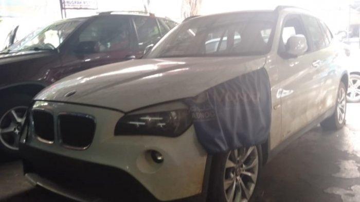 mobil-mobil-yang-mengalami-kerusakan-akibat-banjir-di-anugrah-motor-bmw.jpg