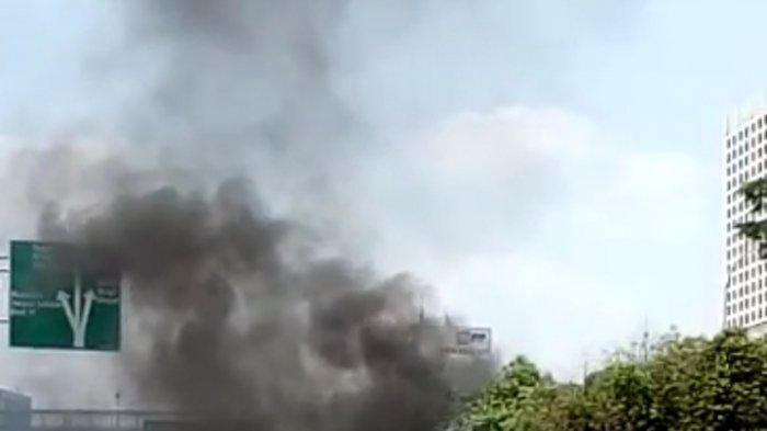 Mobil Pick Up Bermuatan Daging Kurban Terbakar di Cilandak Jakarta Selatan