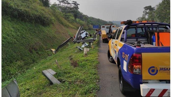 Mobil Hilang Kendali Lalu Terguling di Tol Cipularang: Sopir Masih ABG Tak Punya SIM, 1 Orang Tewas