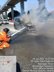 Mobil Pegawai Setjen DPR Terbakar di Tol Dalam Kota, Kerugian Mencapai Rp 200 Juta