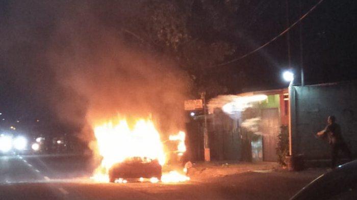 Saat Tengah Melaju, Honda Jazz Tiba-tiba Terbakar di Karawaci