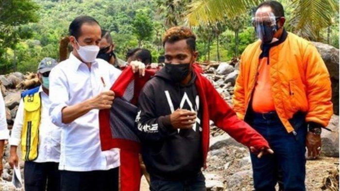 Senangnya Fransiskus Dapat Jaket Merah Jokowi: Berdiri Dua Meter Lalu Ditunjuk: Tak Mau Dicuci