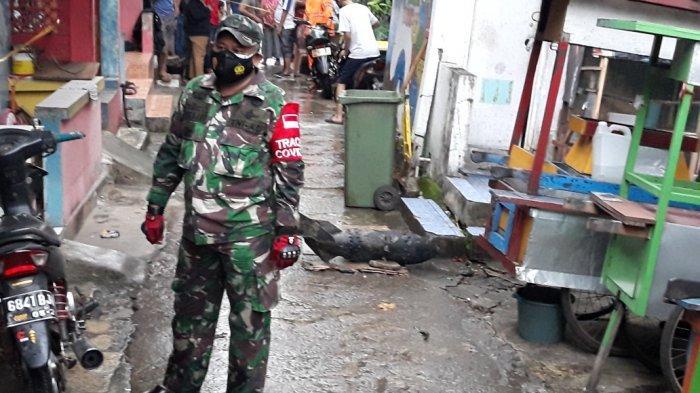 Benda diduga mortir yang ditemukan di Kali Cipinang, Kelurahan Cipinang Besar Selatan, Jakarta Timur, Senin (1/3/2021).