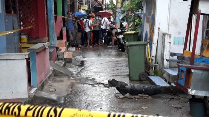 Pencari Besi Temukan Benda Diduga Mortir dari Kali Cipinang Jatinegara