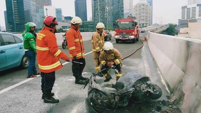 Motor Piaggio Vespa Terbakar di JLNT Kasablanca, Diduga Korsleting Listrik