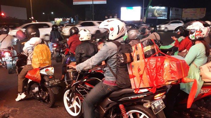 Jalur Pantura Jawa Dipadati Pemudik Sepeda Motor, Sengaja Jalan Malam karena Alasan Ini