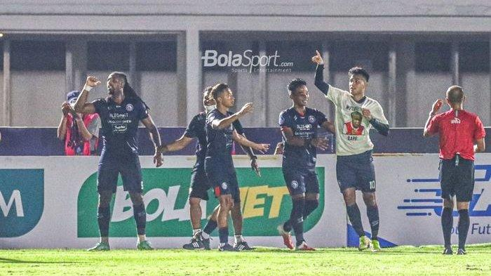 Gilas Dalam Satu Babak, Arema FC Menang Telak 3-0 atas Persela Lamongan
