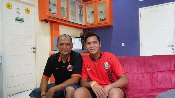 Muhammad Risky Sudirman bersama ayah yang juga menjadi Asisten Pelatih Persija Jakarta, Sudirman.
