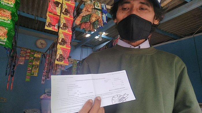 Muhammad Rusli, petugas pencatat meteran listrik yang mengidap disartria.