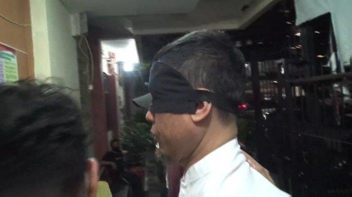 Beda Versi Antara Polisi dan Kuasa Hukum Soal Status Tersangka Munarman di Kasus Dugaan Terorisme