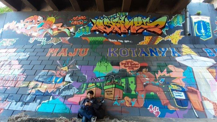 Tak Hanya Bernilai Seni, Mural di Kolong Tol Pesanggrahan Berisi Imbauan Jaga Kebersihan Jakarta