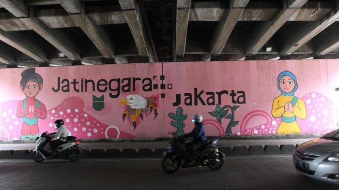 Hampir Rampung, Mural Jakarta Kolaborasi di Kolong Flyover Jatinegara Sudah 70 Persen