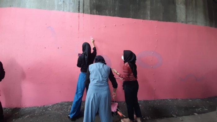 Mural di Kolong Viaduck, Jatinegara, Jakarta Timur, Selasa (22/12/2020).