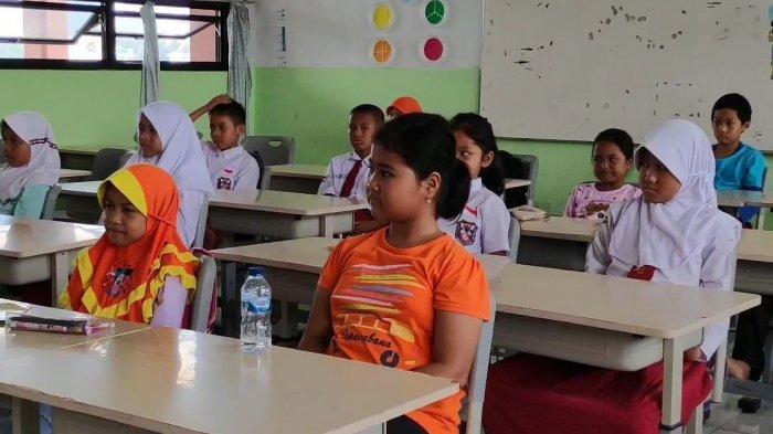 Hari Pertama Masuk Sekolah Usai Libur, Kerja Bakti hingga Murid Tak Hadir karena Jadi Korban Banjir