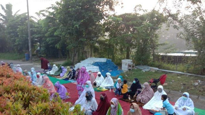 Musala Nurul Iman di Desa Margasari, Kecamatan Tigaraksa, Kabupaten Tangerang melaksanakan Salat Iduladha berjamaah, Selasa (20/7/2021).