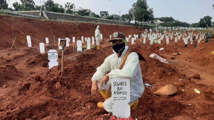 Penggali Makam TPU Pondok Ranggon Tak Bisa Bernafas Lega, Pemakaman Jenazah Covid-19 Semakin Banyak