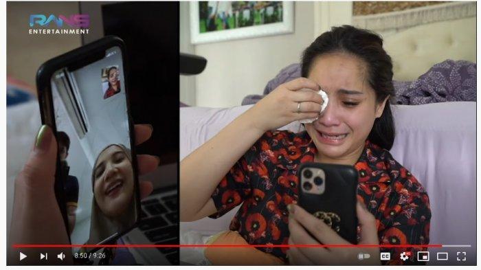 Nagita Slavina menangis sesegukan lihat video lahiran Zaskia Sungkar.