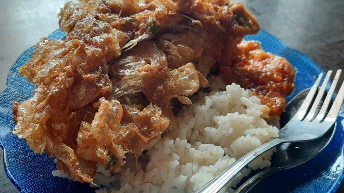 Nasi + Telur Qimpul, kuliner sederhana yang jadi favorit anak kost sekitar UI, selain harganya murah rasanya juga lumayan enak.