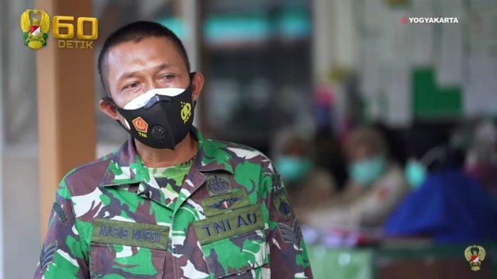 Serka Nasib Nurdi yang berdinas sebagai perawat di ruang isolasi Covid-19 Rumah Sakit. Tk. III dr. Soetarto Yogyakarta.?