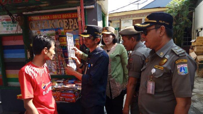 Bikin Gaduh, Kecamatan Mampang Prapatan Sita 500 Petasan Korek Milik Pedagang