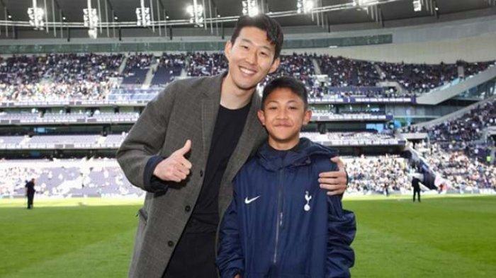 Nathan Fariel Kusuma saat berfoto bersama dengan bintang Tottenham Hotspur, Son Heung-min.