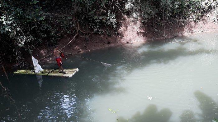 Cerita Pencari Ikan Sapu-sapu di Ciliwung: Kerap Menemukan Jasad di Kali