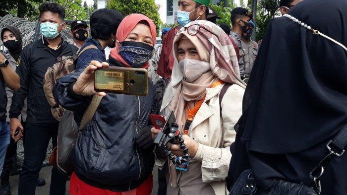 Neno Warisman saat mendatangi Pengadilan Negeri Jakarta Timur lokasi sidang Rizieq Shihab digelar, Jumat (19/3/2021).