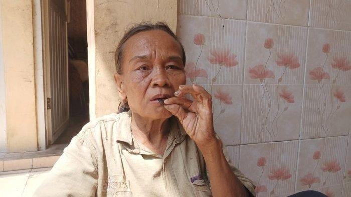 Kisah Pemulung Makan Silet 25 Tahun, Masih Kuat Keliling Desa demi Mengais Rezeki di Usia Senja