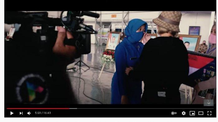 Bantu Istri Awak KRI Nanggala-402 yang Hamil 5 Bulan, Nikita Mirzani Sempat Dipeluk Sambil Menangis