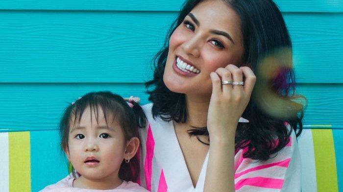 Yuk Intip Fashion Modis Nindy Ayunda dan Sang Anak di Australia