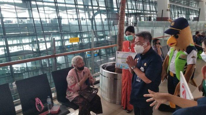 Bandara Soekarno-Hatta Mulai Ramai, Kementerian Perhubungan Bagikan Masker Pastikan Penerbangan Aman