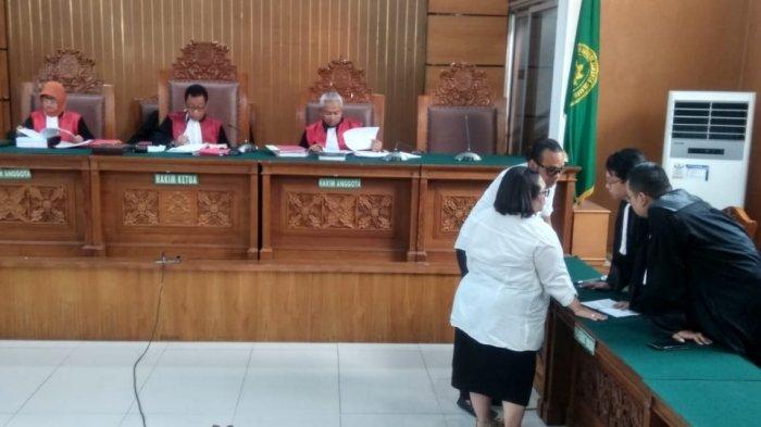 Reaksi Nunung Setelah Hakim Memvonis 1,6 Tahun Rehabilitasi
