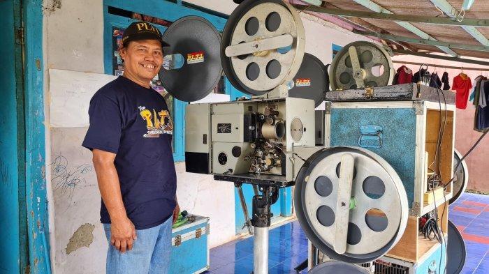 Suka Duka Iyan, Pemilik Layar Tancap yang Masih Bertahan hingga Sekarang: Layar Roboh saat Hujan