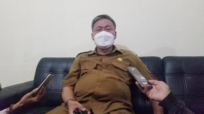 Kepala SMKN 5 Tangerang, Nurhali, saat diwawancarai di kantornya, Senin (13/9/2021). Harta Nurhali berdasarkan LHKP fantastis sebesar Rp 1.6 triliun, selisih Rp 1 trilunan dengan Menteri Pertahanan Prabowo Subianto.