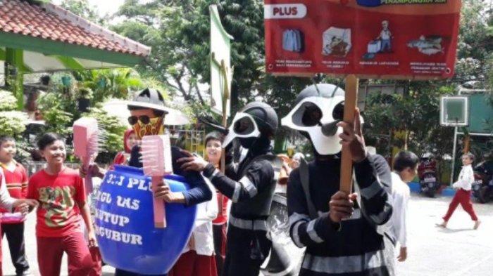 Antisipasi Penyebaran DBD, Wali Kota Jakarta Timur Pemberantasan Sarang Nyamuk di Kelurahan Susukan
